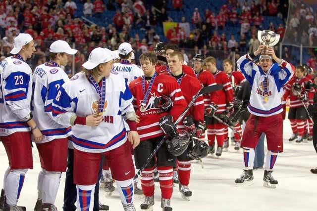 Россия — Канада. Хоккей. Россияне покинули лед до гимна Канады