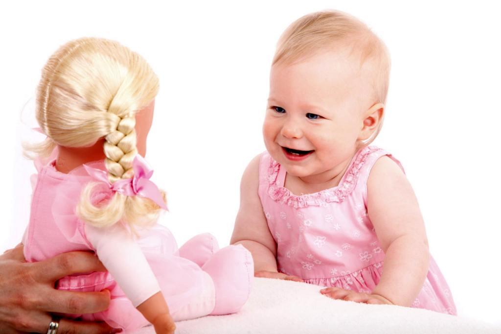 Куклы, которые умеют ходить. Почему мы выбираем именно их для своего ребенка?