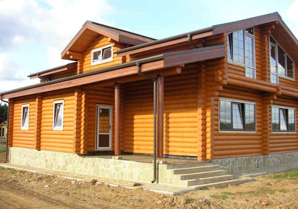В чем привлекательность домов из бруса? Как построить дом из клееного бруса цена на который оптимальна?
