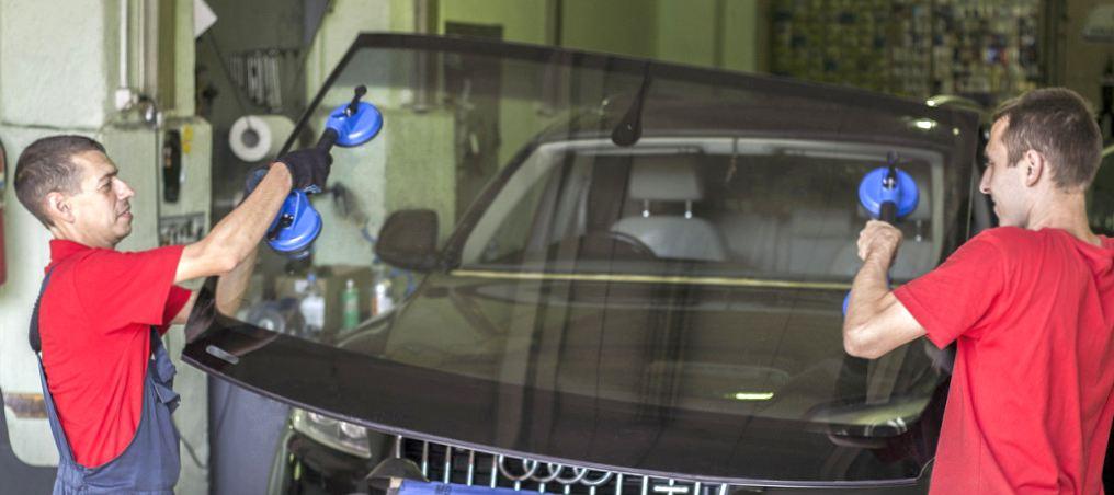 Замена лобового стекла в Москве