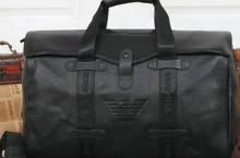 Где выбирать мужские сумки armani?