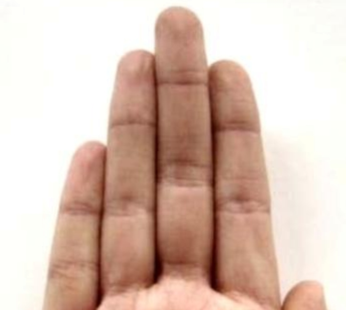 Средний палец – это палец Сатурна