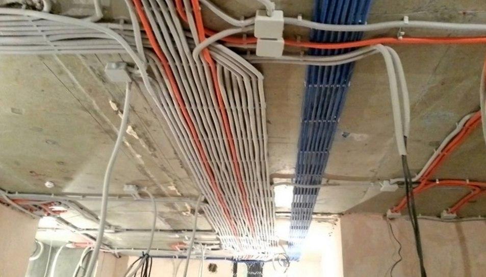 Как монтировать электропроводку?