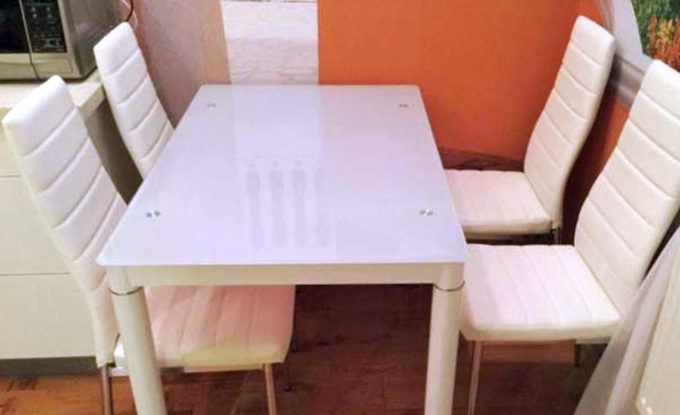 Где можно выбрать хороший кухонный стол?