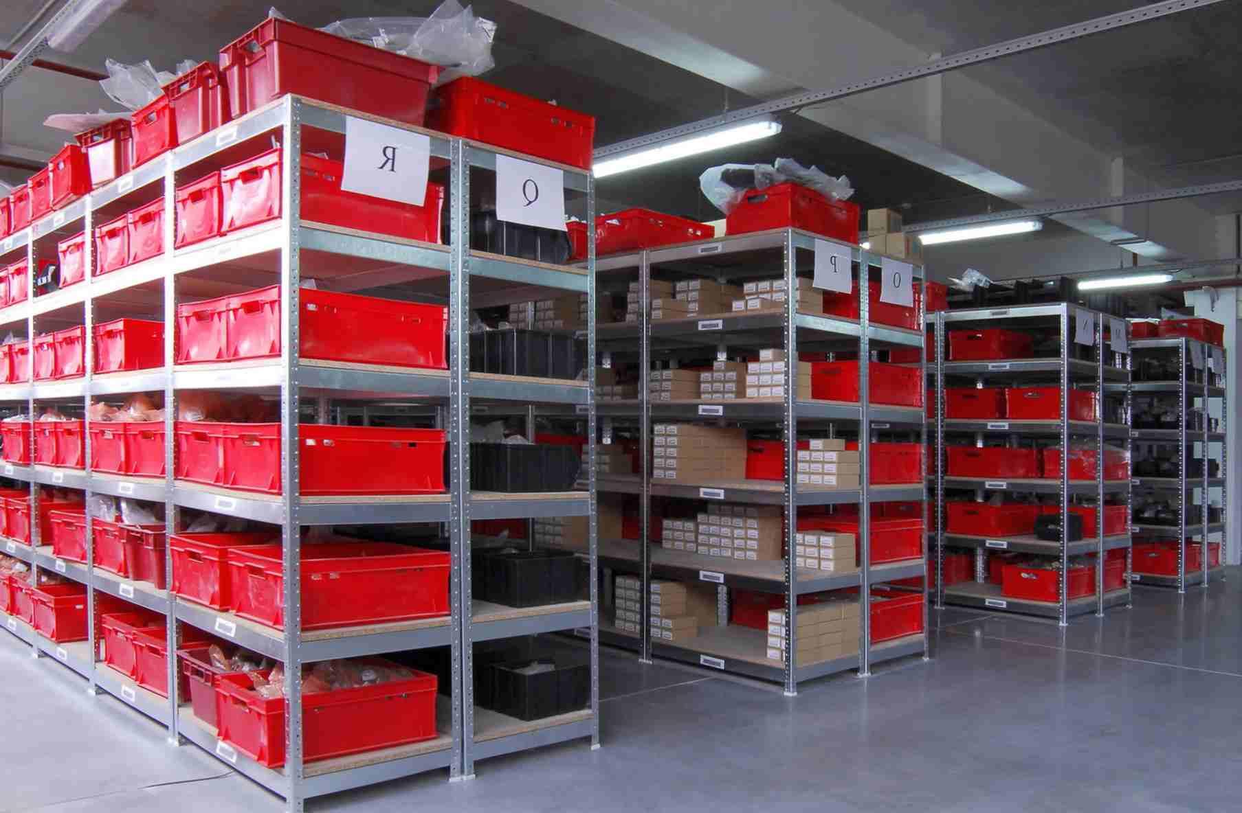 Какие требования предъявляются к складским стеллажам?